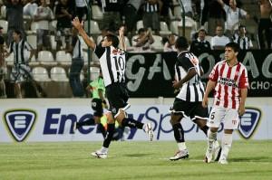 ricardinho x river 300x199 Atlético 1x1 River Plate (URU)