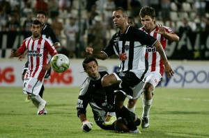 tardelli x river 300x199 Atlético 1x1 River Plate (URU)