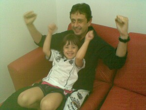 12062011 300x225 Galo em Família   Atleticana apaixonada