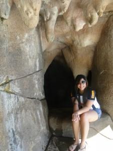 caverna com umas formas estranhas 225x300 Cam1sa D3las – Letícia Abreu