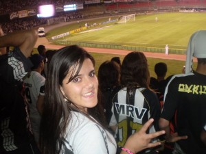 olha que doida a touca do cara 300x225 Cam1sa D3las – Letícia Abreu