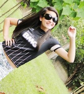 panhando uva 267x300 Cam1sa D3las   Marcela Diniz