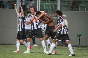 festa gol vasco bruno cantini 300x200 As manchetes de amanhã