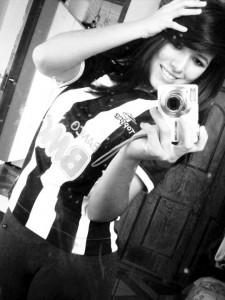 tudo preto e branco na foto 225x300 Cam1sa D3las   Adriana Alves