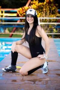 isso menina obediente 200x300 Cam1sa D3las   Larissa Carraro
