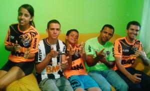 601934 440419986051443 272637294 n 300x182 Galo em Família   Na estrada para conhecer Ronaldinho