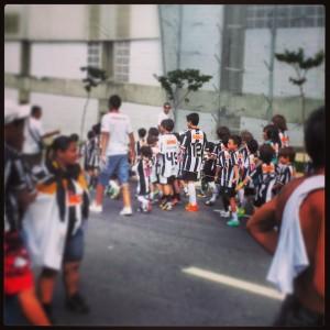 63534 444295138998663 1206973149 n 300x300 Galo em Família   Na estrada para conhecer Ronaldinho