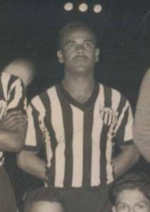 1956 212x300 A CAMISA MAIS BONITA NA HISTÓRIA DO CLUBE ATLÉTICO MINEIRO (7ª FASE   1950/1959)