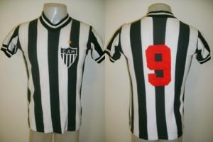1976 1 9 Reinaldo 300x200 A CAMISA MAIS BONITA NA HISTÓRIA DO CLUBE ATLÉTICO MINEIRO (5ª FASE   1970/1979)