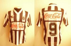 1993 1 9 300x195 A CAMISA MAIS BONITA NA HISTÓRIA DO CLUBE ATLÉTICO MINEIRO (3ª FASE   1990/1999)